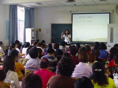 赵老师精彩的讲解深深吸引了现场的老师们