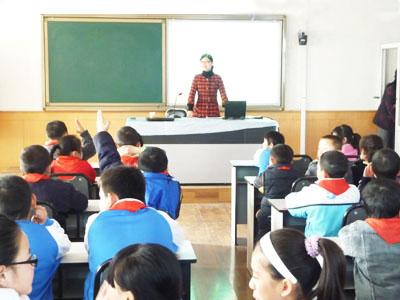 吴琼老师在上公开课