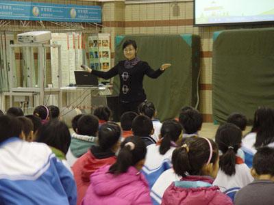 杨阳老师声情并茂地讲解《论语》